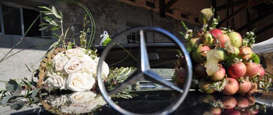 Blumengesteck für das Hochzeitsauto