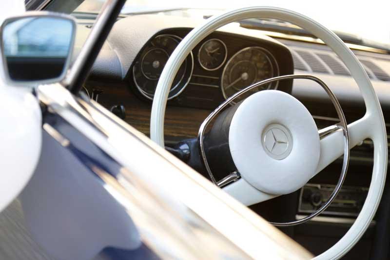 Innenraum des Mercedes-Benz 250 CE